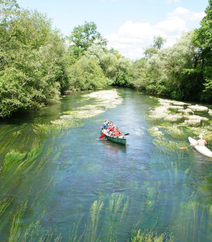 canoeing-1489028_1920